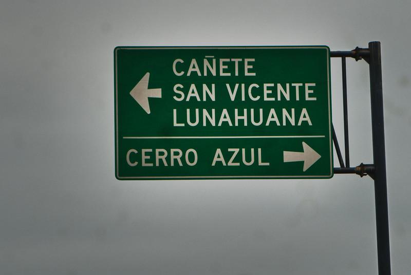 Ibamos a quedarnos en Lunahuaná hoy para saborear langostinos & pisco pero perdimos la salida - Panamericana - Cañete - Lima - Perú<br /> <br /> Normally we would have stopped in Lunahuaná but we missed the exit on the highway - Panamericana - Cañete - Lima - Peru<br /> <br /> De bedoeling was om the gaan lunchen in Lunahuaná maar we hebben helaas de uitrit/afrit gemist - Panamericana - Cañete - Lima - Peru<br /> <br /> Le but était de savourer des langoustines et du pisco à Lunahuaná mais malheureusement nous avons raté la sortie d'autoroute - Panamericana - Cañete - Lima - Pérou