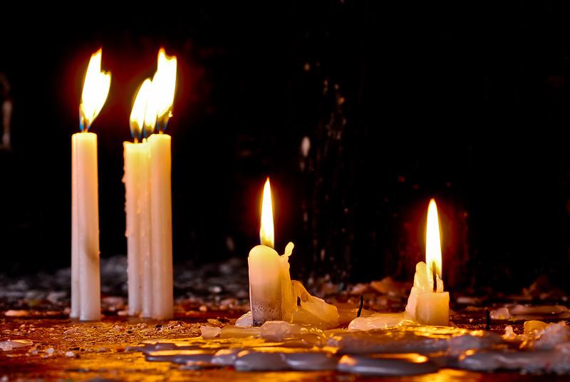 Velas en el Santuario Señor de Huanca - San Salvador - Cusco - Perú<br /> <br /> Burning candles at the Señor de Huanca shrine - San Salvador - Cusco - Peru<br /> <br /> Brandende kaarsen in het Señor de Huanca heiligdom - San Salvador - Cusco - Peru<br /> <br /> Bougies dans le sanctuaire du Señor de Huanca - San Salvador - Cusco - Pérou