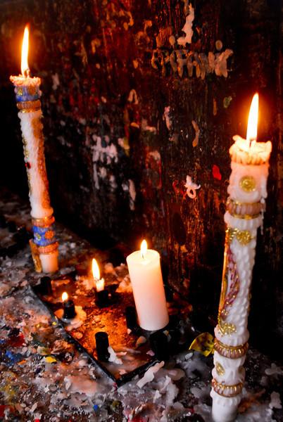 Velas en el santuario del Sr. de Huanca - San Salvador - Cusco - Perú <br /> <br /> Candles at the Sr. de Huanca shrine - San Salvador - Cusco - Peru<br /> <br /> Kaarsen in het heiligdom van de Sr. de Huanca - San Salvador - Cusco - Peru<br /> <br /> Bougie au sanctuaire du Sr. de Huanca - San Salvador - Cusco - Pérou