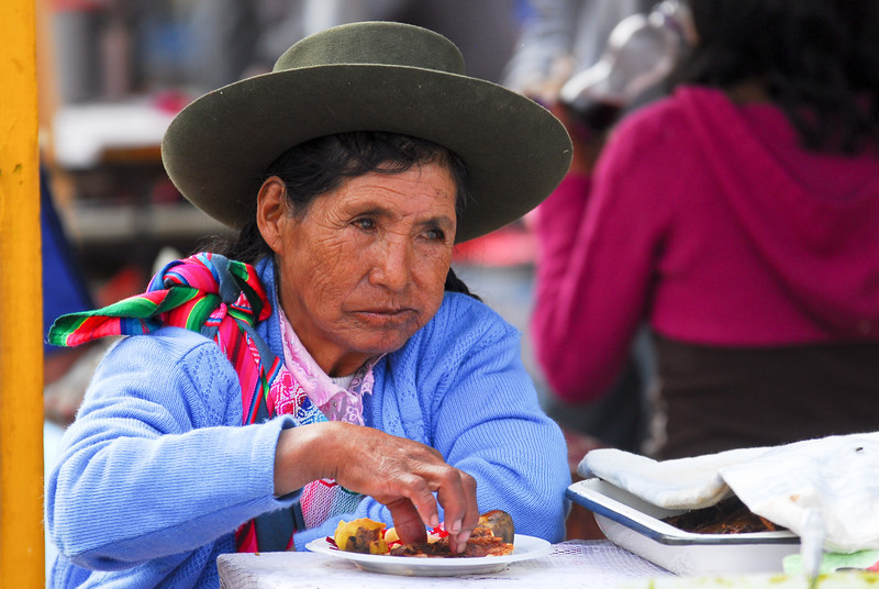 Comiendo trucha en el mercado de Cusipata - Quispicanchi - Cusco - Perú<br /> <br /> Having trout for lunch at the market - Cusipata - Quispicanchi - Cusco - Peru<br /> <br /> Forel als middagmaal op de markt van Cusipata - Quispicanchi - Cusco - Peru<br /> <br /> Truite comme déjeuner au marché de Cusipata - Quispicanchi - Cusco - Pérou