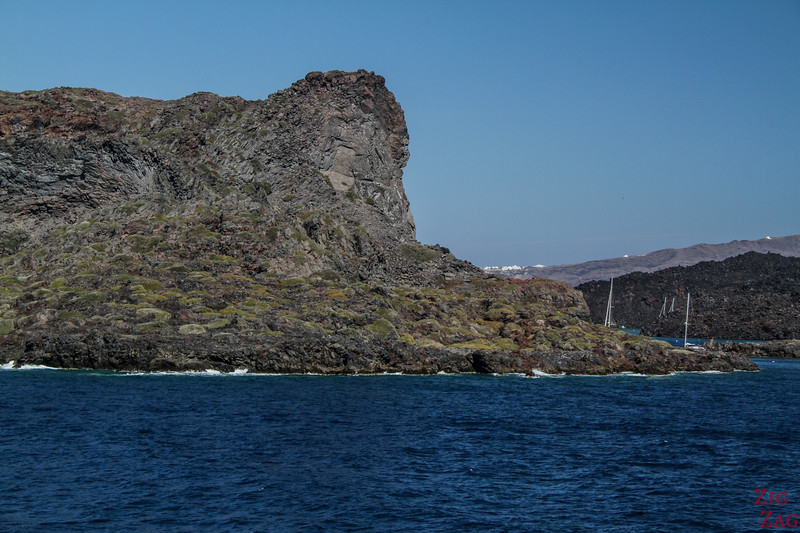 Santorini boat tour - cheap alternative - view from ferry 2