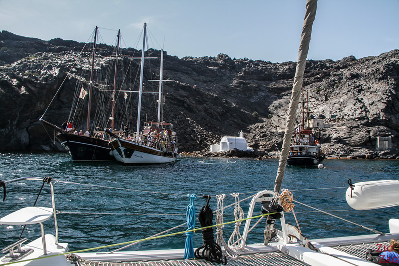 Best boat tours in Santorini