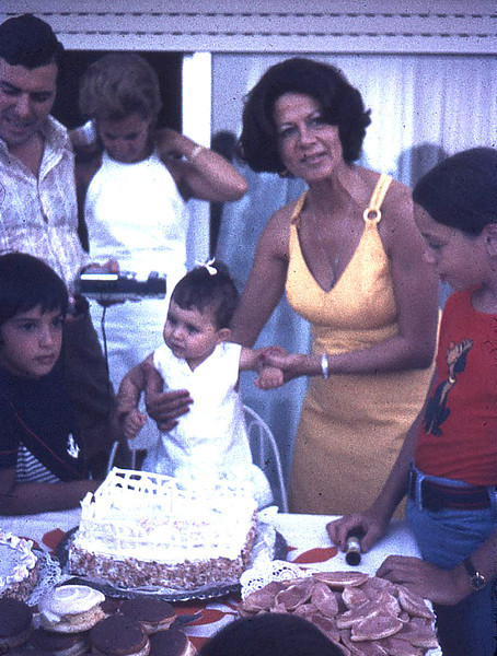 <h2>My sister Georgia's 1st birthday party (2-Aug-1972)</h2>