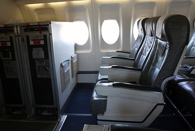 In flight to ZRH Zurich with Swiss (Contact Air) Fokker 100. Empty business class.