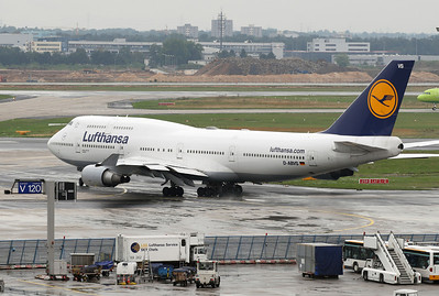 Another LH 744. Frankfurt airport visitors terrace on a rainy morning.
