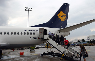 Our Lufthansa 735 boarding efficiently from both rear and front door.