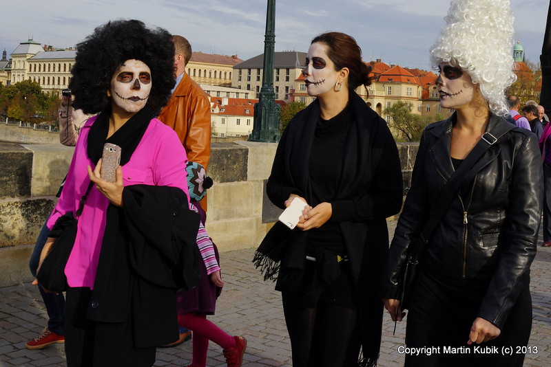 Speed dating with dubious characters on Charles bridge.