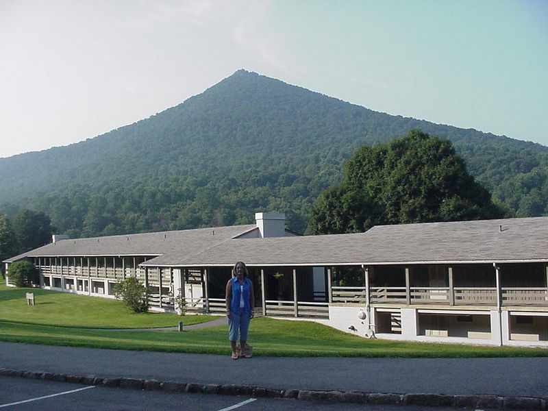 10 miles from Bedford is the beautiful Peaks of Otter Lodge located on the Blue Ridge Parkway.
