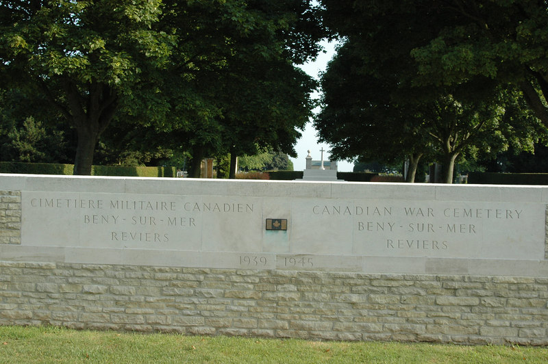 072101-Canadian Cemetery 000