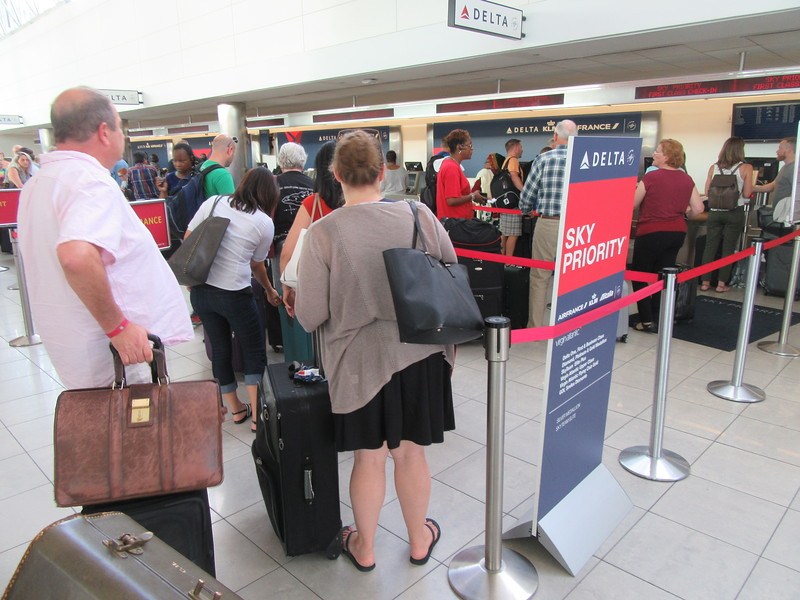 Delta Agent at BWI Begs Passengers to Tweet DL to Force Them To ...
