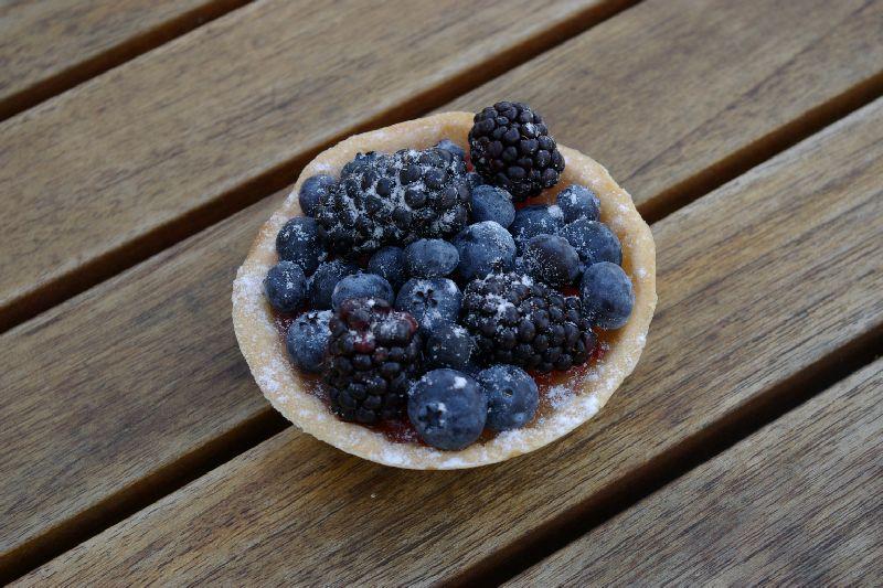 Middleburg: Lemon tart with berries