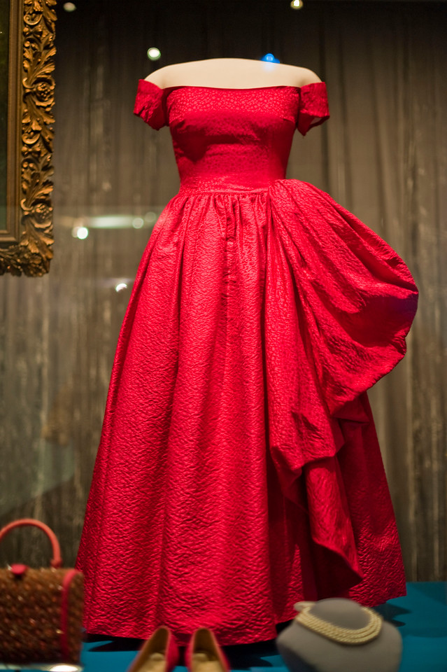 Mamie Eisenhower wore this rose colored silk damask ball gown for a 1957 state dinner at the British Embassy. Nettie Rosenstein designed the ensemble, which included a matching purse and shoes, of course.