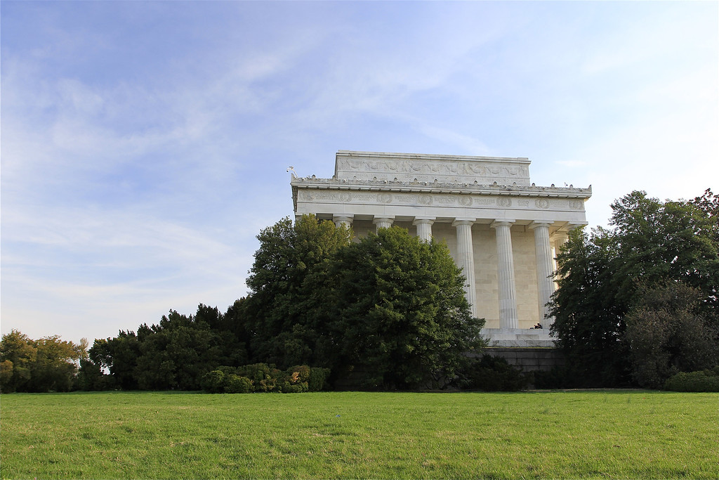 Lincoln Memorial - sunny blue sky in late afternoon.