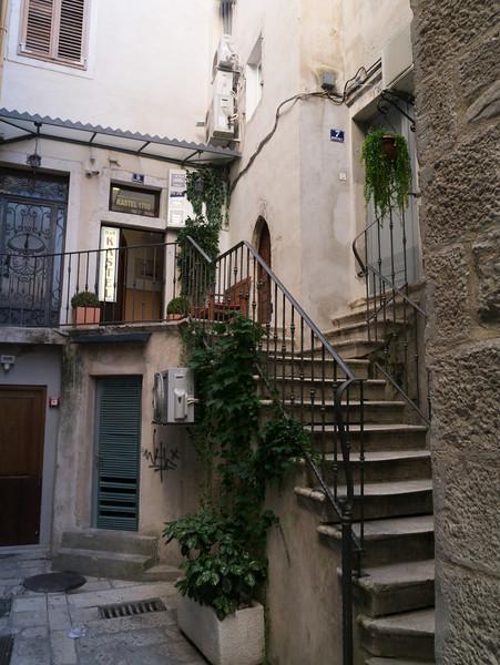 Kastel 1700, down a little alley