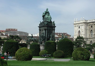 In the center of Maria-Theresa Plaza (Maria-Theresen-platz) is a statue of the empress, herself. Showing to the north is a wing of the Natural History Museum.