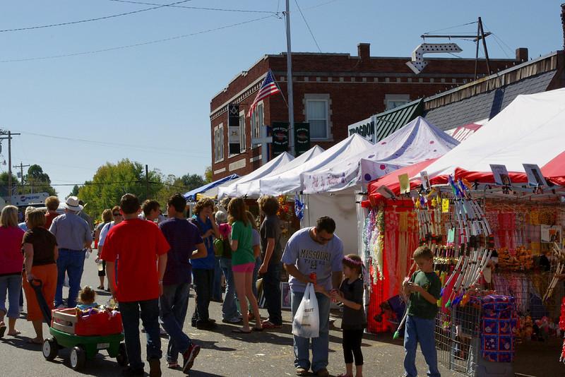 Street scene, Apple Butter Makin' Days, Mount Vernon, Mo.