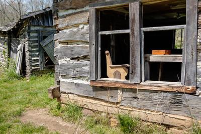 log_building_window-hulston-t1305