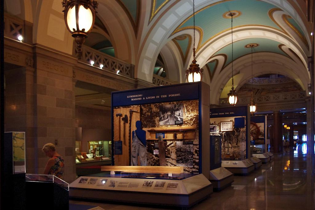 Museum displays, Missouri State Capitol Building.