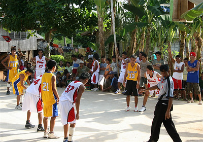 Basketbal en boksen zijn de nationale sporten. Siquijor, de Filipijnen.