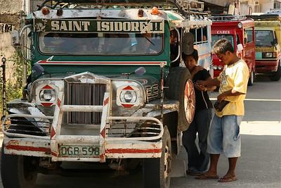 Jeepney klaar voor vertrek in Lazi. Siquijor, de Filipijnen.