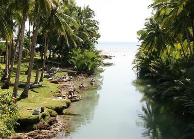 Drukte in de riviermonding. Siquijor, de Filipijnen.