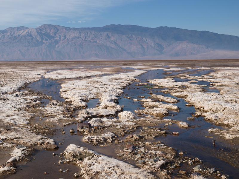 Il fondo di Death Valley con acqua