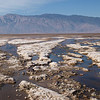 Il fondo di Death Valley con acqua