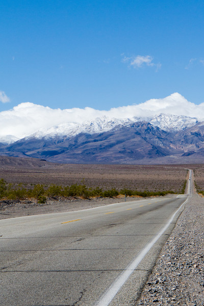 Road out of Stovepipe Wells to the west