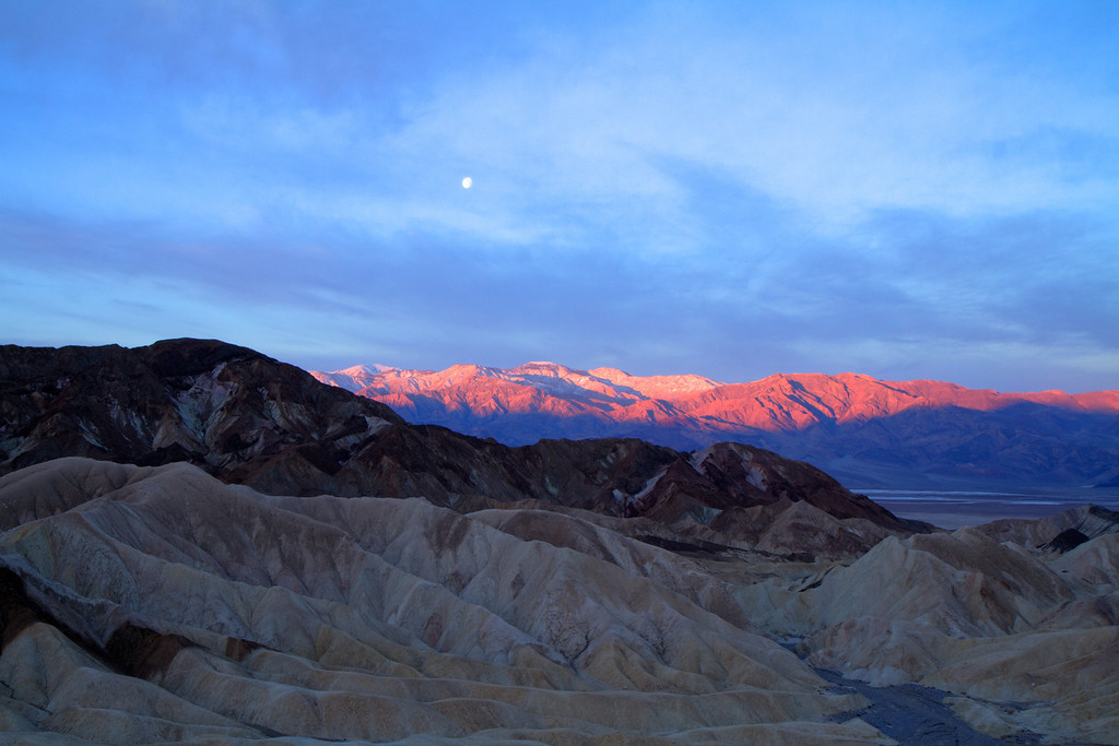Sunrise and moonset on the Panamint mountains in the background