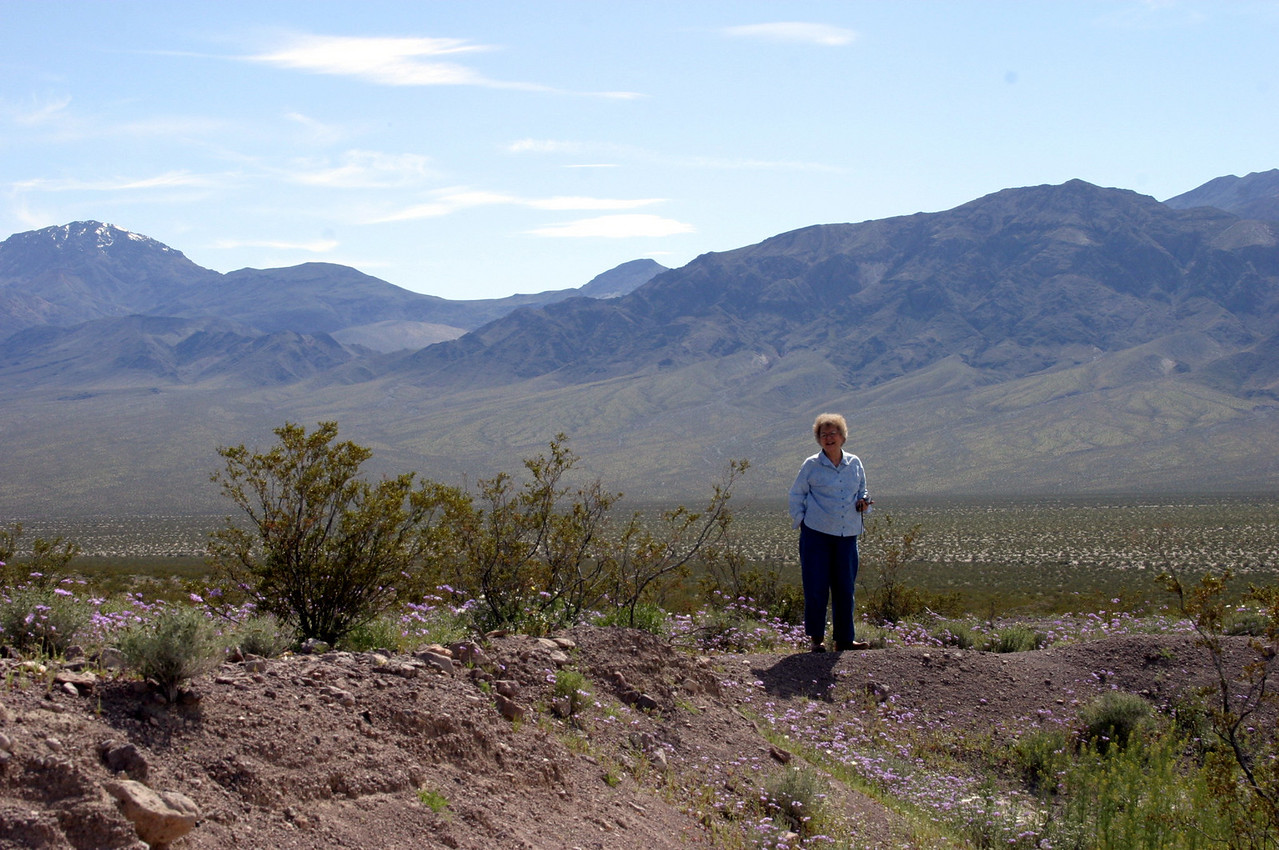 "<font size=""+1"">Here's Mom looking South West at the mountains.</font>"