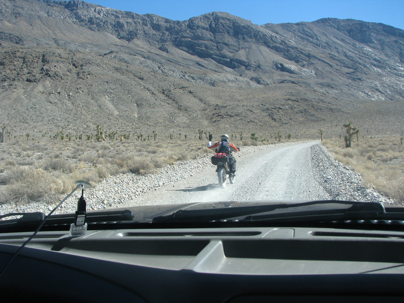 Since we left Ubehebe Crater there hasn't been anyone but us til now, we were passed up by three motorcyclist.