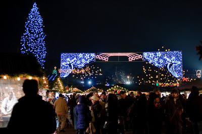 It's a mass of people and beautiful lights. Overwhelming!