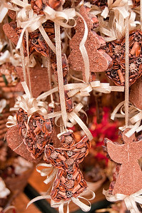 Loved the decorations made with spices and nuts.