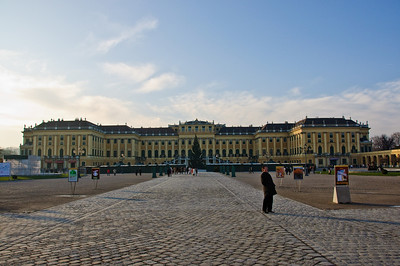 Friday morning, December 5. Here it is! Schoenbrunn Palace! The skies are blue and I'm actually in Vienna.