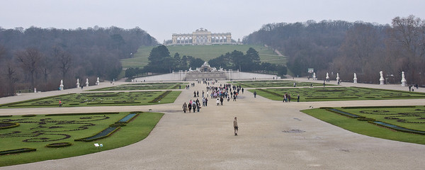 The vista of Schoenbrunn's garden. Can you tell it's cold outside?!?!