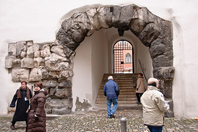 A complete Roman arch that's still standing.