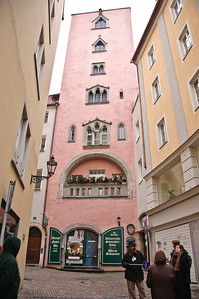 Regensburg still has several Italian style towers from the middle ages that were built by the wealthy merchants and aristocracy.