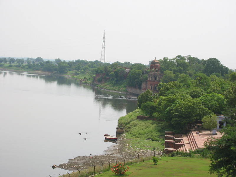 Taj Mahal (looking towards river from platform)