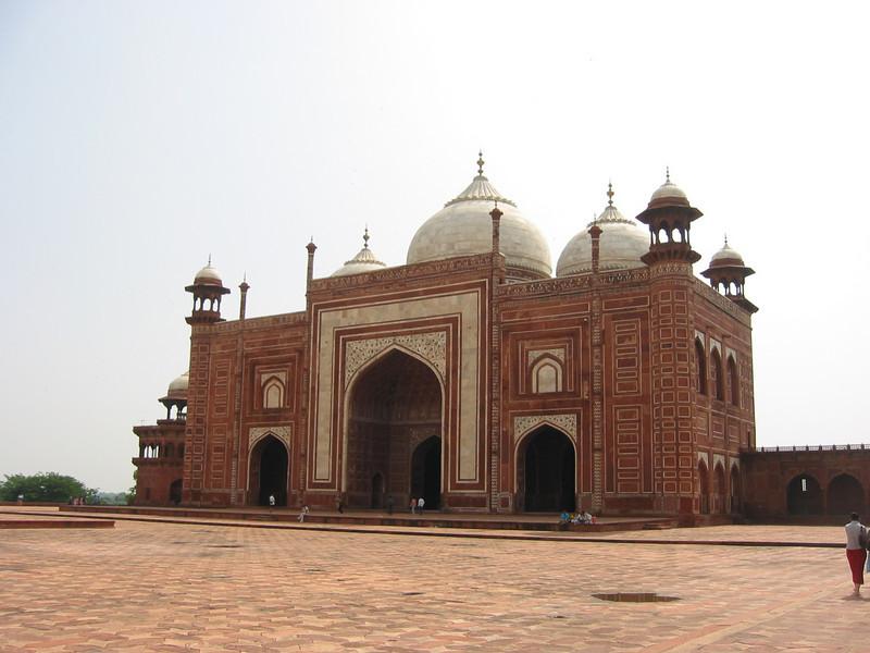 Taj Mahal (looking towards gate from platform)