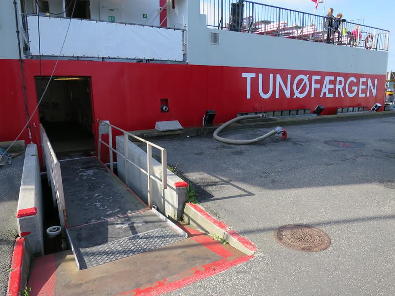 Veerpont naar Tunø. 50 min varen.