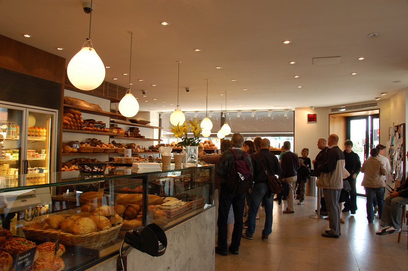 Cake and coffee shop in Copenhagen <br /> <br /> The bread and pastries are quite delicious and amazing!