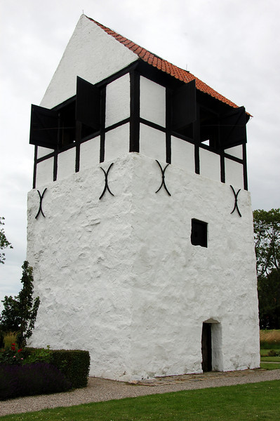 Nylars Rundkirke <br /> <br /> The building adjacent to the church where the wedding was held