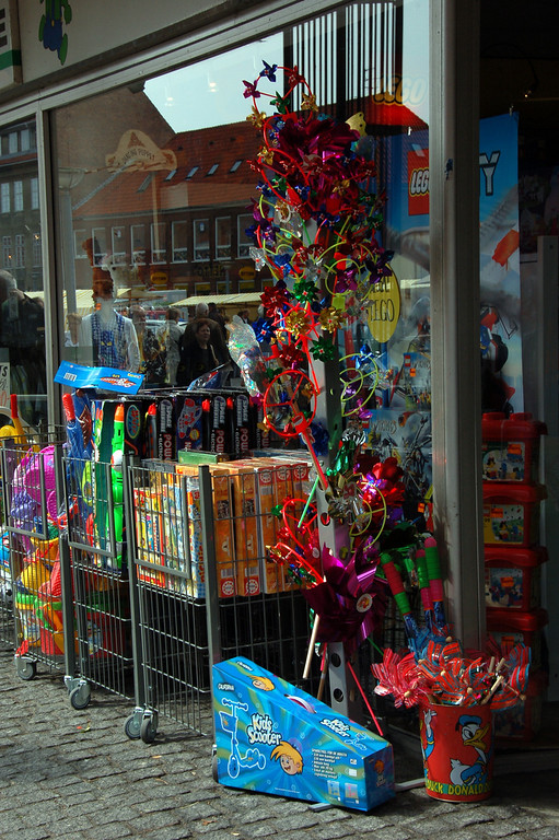 Toy shop <br /> <br /> In the main square in Ronne