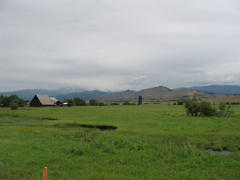 The next day I would have had good views of the Wallowa Mountains, but it was cold and drizzly. The day started with a 20-mile descent of about 3000 feet, but instead of enjoying it, I just wanted it to be over so I could warm up by going uphill. This picture is near Halfway, Oregon, where I had lunch.