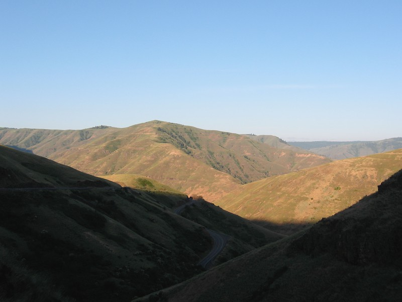 The next day I got an early start (on the bike at 5:45) and went down a long switchbacking grade to cross the Grande Ronde River.