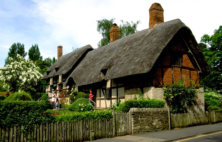 Anne Hathaways' Cottage at Shottery, home of Shakespeare's wife Anne, Stratford-Upon-Avon, England