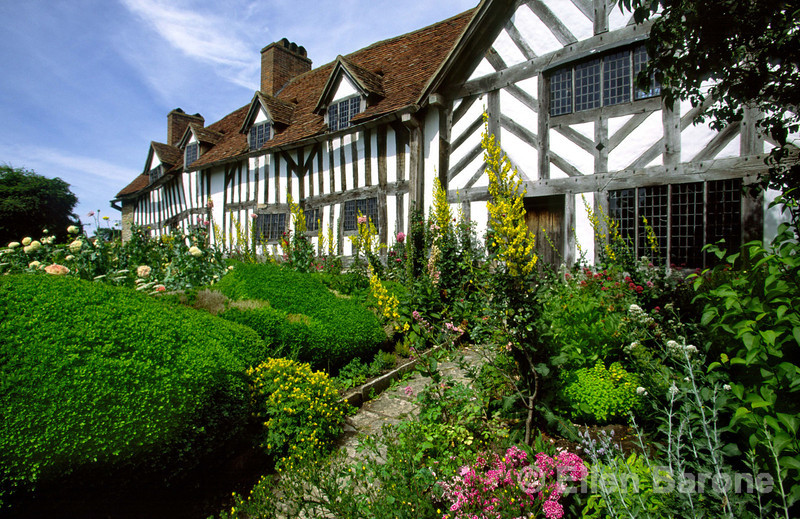 Mary Arden's House at Wilmcote, William Shakespeare's mother was brought up in this lovely 16th century half-timbered farmhouse, Stratford-Upon-Avon, England