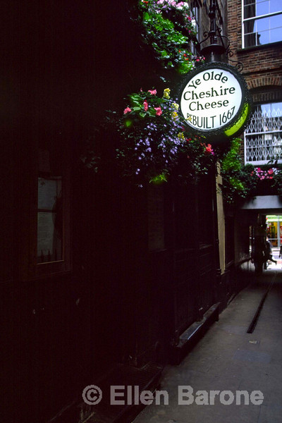 Ye Olde Chesire Cheese, 145 Fleet Street. Steeped in history, this pub's story stretches back through the reigns of fifteen monarchies. Historically the pub has been popular with journalists and literay celebrities, including Charles Diskesn, Oliver Goldsmith and Samuel Johnson. London, England.