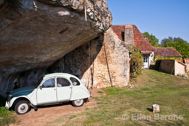 Antique Citroen and farm house near Beynac, Dordogne, France.