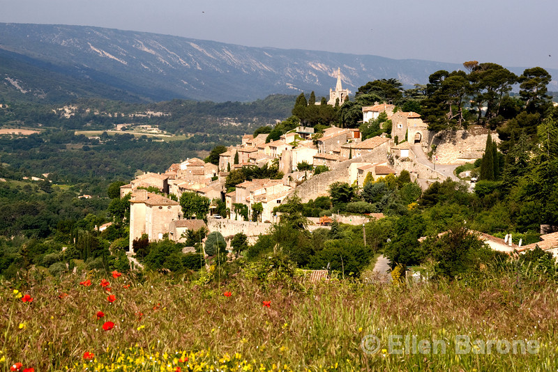 The pretty hilltop village of Bonnieux, the Luberon, Provence, France, Europe